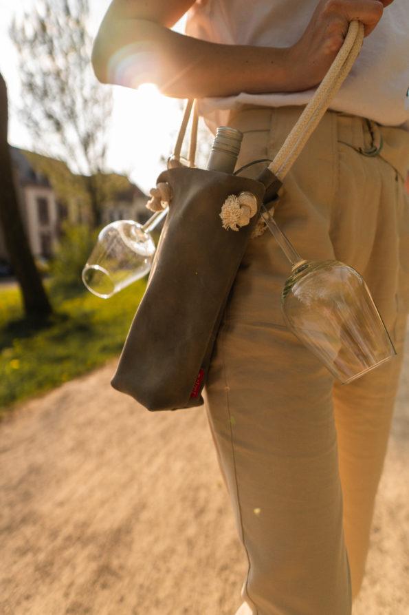 Handgefertige-Echtledertasche-Weintasche-Weingeschenk
