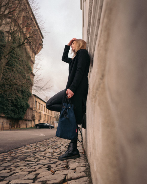 Säckle-Midi-Marineblau-Lederhandtasche